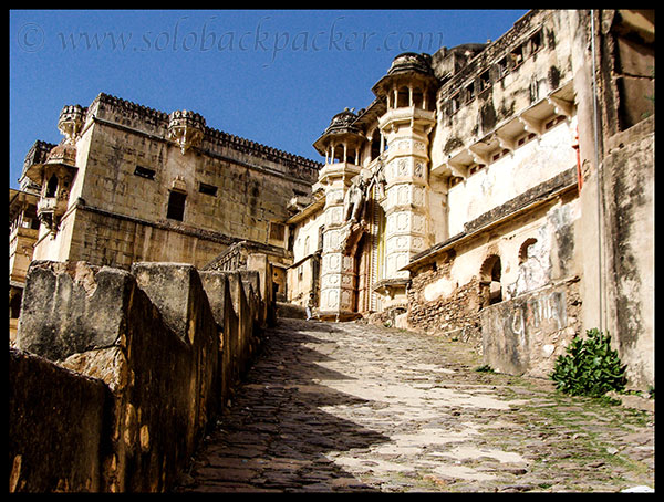 Climbing to Bundi Palace