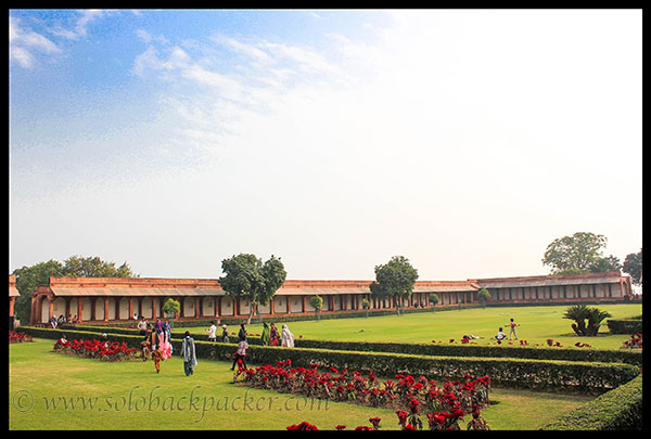 Garden in front of Diwan-i-Aam @ Fatehpur Sikri