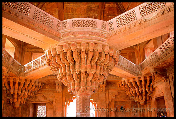 Interior of Diwan-i-Khas at Royal Enclosure, Fatehpur Sikri